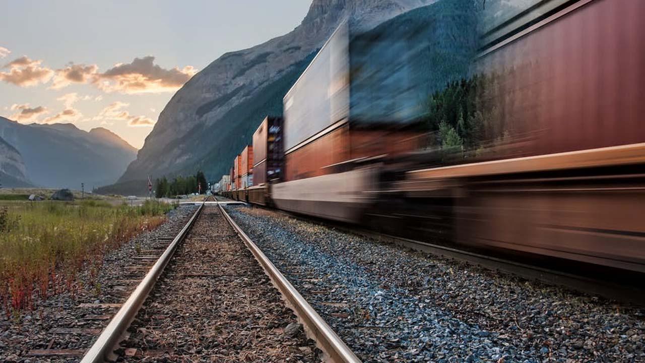 logística terrestre ferroviaria